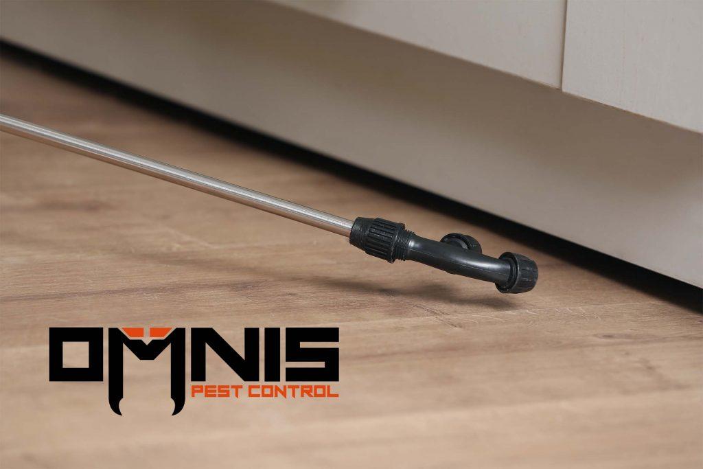 residential pest control spray Omnis logo